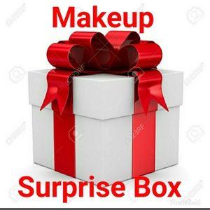 Makeup Surprise Box.